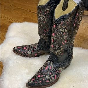 Corral Black Distressed Pink Inlay Boots Size 11